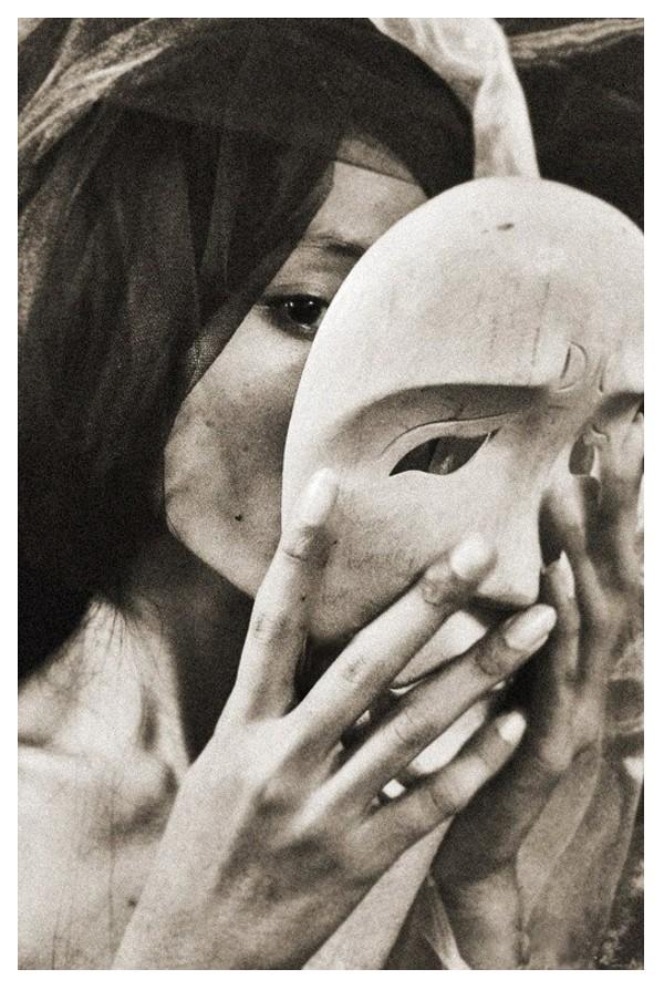 la-femme-au-masque.jpeg