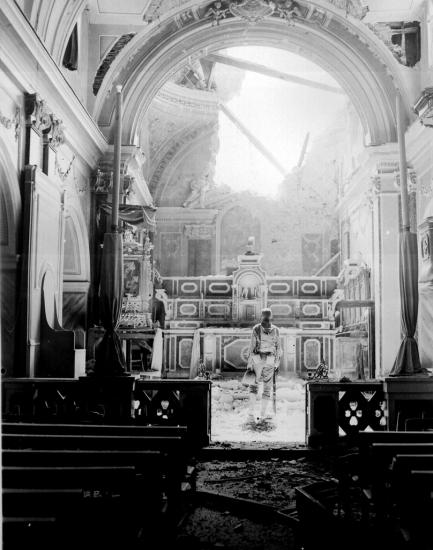paul-oglesby-30th-infantry-standing-in-reverence-before-an-altar-in-a-damaged-catholic-church-acerno-italy-wwii.jpg