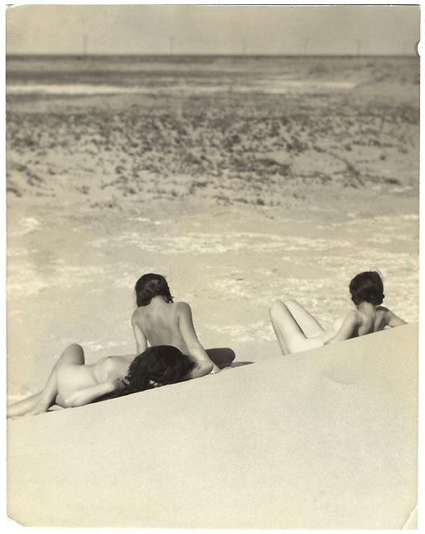 Terra ignota filles mal elevees sur la plage